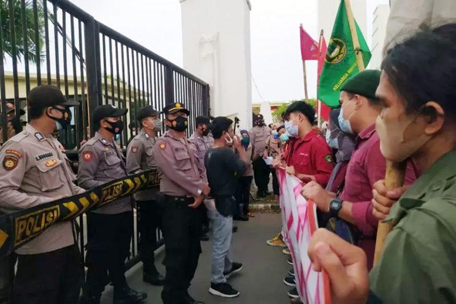 Mahasiswa Gelar Aksi Desak Penegak Hukum Tuntaskan Korupsi di Pemprov Banten
