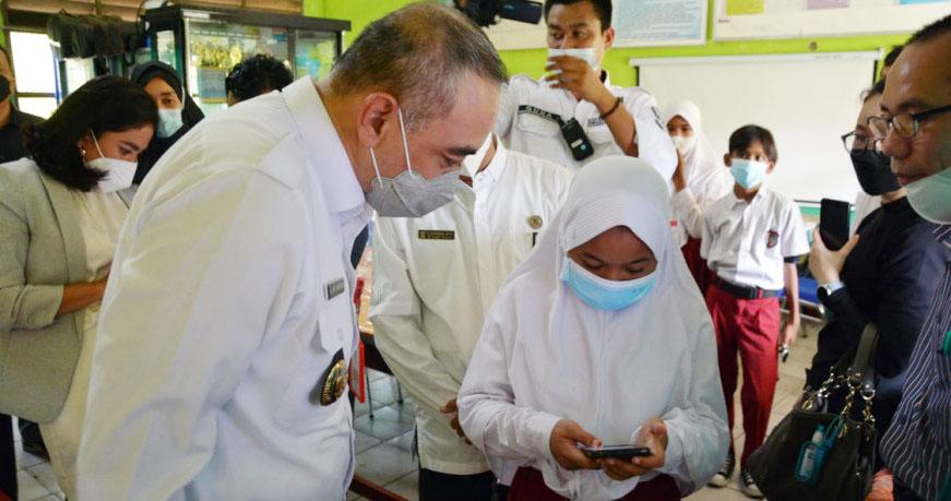 Bupati Tangerang Tinjau Dashboard Pendidikan Kios Pintar Digital di Teluknaga