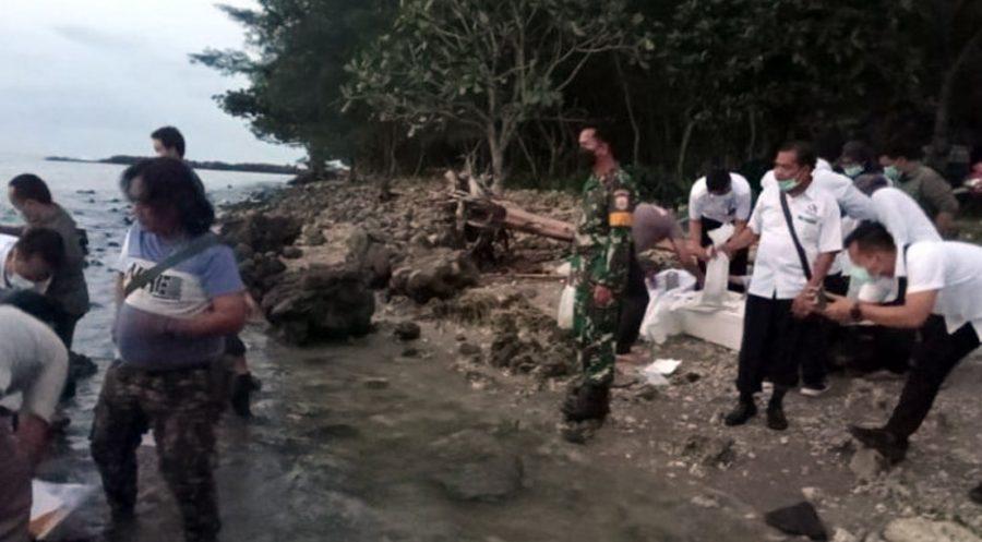 Lanal Banten Bersama BKIPM Lepas Liarkan Barang Bukti Selundupan Benur