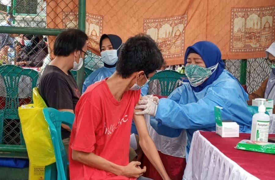 Warga Perumahan Alam Indah Cipondoh Antusias Lakukan Vaksinasi Covid-19