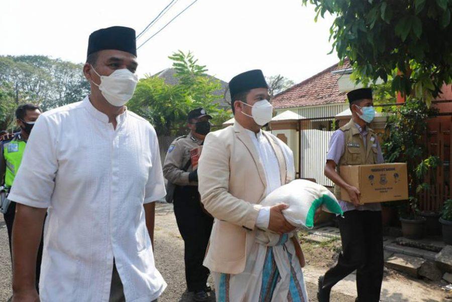 Walikota Arief Bersama PT.Pos Indonesia Distribusikan BST untuk Keluarga Penerima Manfaat