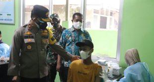 Wakapolda Banten Kunjungi Kegiatan Vaksinasi Massal di Pulau Panjang