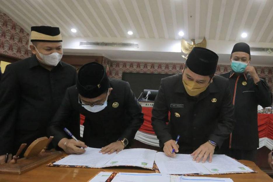Rapat Paripurna DPRD, Walikota Arief Sampaikan Pemulihan Dampak Covid-19 Jadi Prioritas