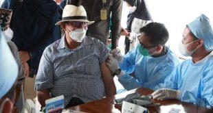 Gubernur Banten Terima Vaksinasi Covid-19 Dosis Kedua Menggunakan Vaksin Pfizer