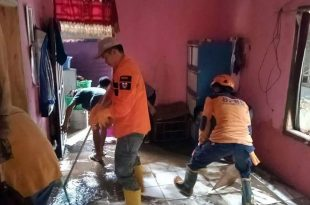 Beberapa Rumah Rusak Diterjang Banjir Bandang di Pandeglang