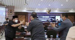 Walikota Arief Beri Jawaban atas Tiga Raperda Dalam Rapat Paripurna DPRD