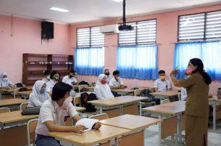Hari Pertama Uji Coba Sekolah Tatap Muka Tingkat SMA di Kota Tangerang