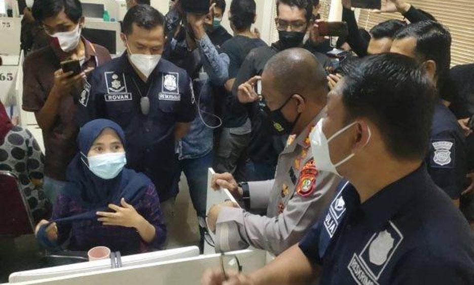 Polisi Gerebek Kantor Pinjaman Online Ilegal di Cipondoh Kota Tangerang