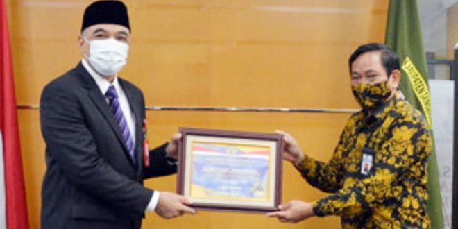 Bupati Tangerang Terima Piagam dan Plakat Penghargaan WTP Dari Kementerian Keuangan