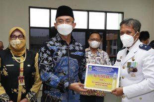 Wagub Banten Serahkan Penghargaan Kepada Desa Juara Lomba 'Desa dan Kelurahan Inovatif'