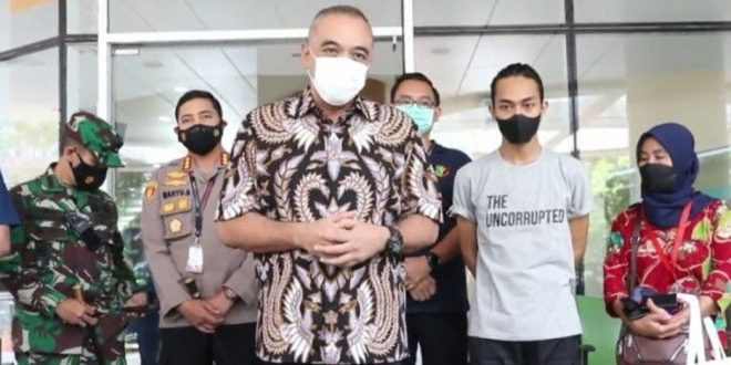 Bupati Zaki Jemput Mahasiswa Korban 'SmackDown' Polisi Dari RS Ciputra Hospital