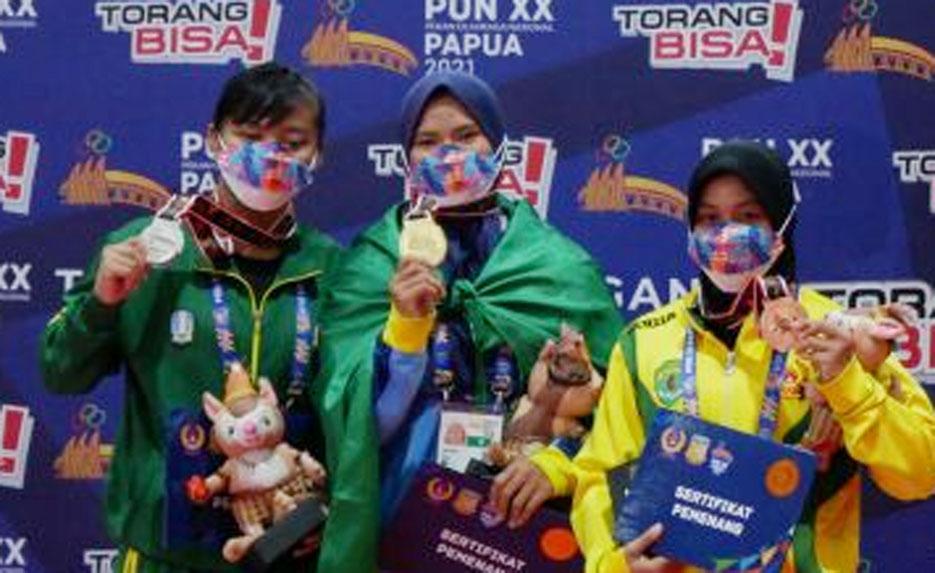 Pegulat Putri Banten Desi Sinta Raih Medali Emas PON XX Papua
